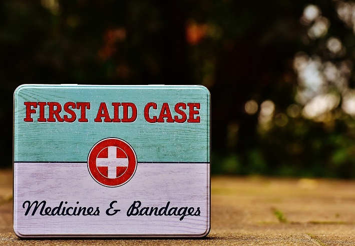Image of the front of a first aid kit